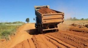 Secretaria de Obras realiza recuperação de estradas em Tapira