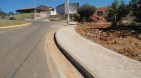Prefeitura de Tapira realiza trabalhos de reformas em calçadas