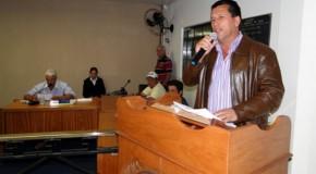 Prefeito de Tapira apresenta projetos à Câmara de Vereadores