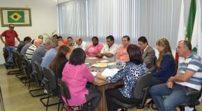 Vereadores e Ministério Público se reúnem para tratar sobre cargos da Câmara