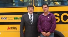 Tapira recebe ônibus escolar do Governo de Minas Gerais