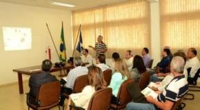 Prefeito de Patos reúne prefeitos da região para tratar da iluminação pública