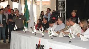 Comitivas do PMDB de Araxá e Ibiá participam de reunião em Uberaba