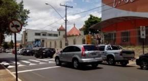 Prefeitura de Patos instala sinalizações complementares na avenida Getúlio Vargas