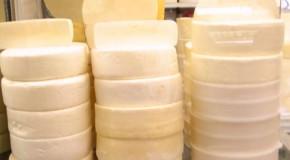 Convênio acerta construção de entrepostos para o queijo minas artesanal em São Roque de Minas