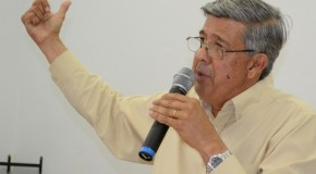 Prefeito de Araxá presta esclarecimentos sobre diversos projetos no último Fórum Comunitário de 2013