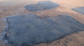 Prefeitura de Campos Altos realiza operação tapa-buracos em ruas do Centro