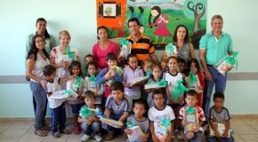 Secretaria de Educação de Tapira distribui material escolar