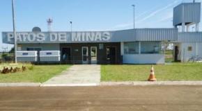 Patos de Minas recebe caminhão de prevenção e combate a incêndio para aeroporto municipal
