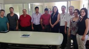 Comerciantes e dirigentes do Sicoob de Tapira se reúnem