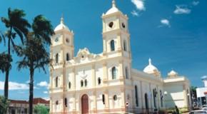 Imagens de Igreja de Sacramento são quebradas por jovem evangélico