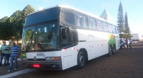Os estudantes de Pratinha podem comemorar novo ônibus para viagens
