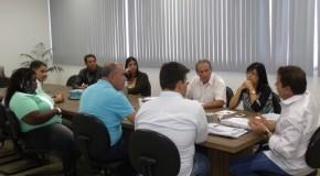 Comissão de vereadores se reúne com diretor de construtora responsável pelo Jardim das Oliveiras