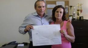 Vereador Eustáquio Pereira recebe boa notícia sobre quadra da Escola Luiza de Oliveira Faria