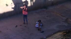 Casal em moto cai dentro do canal na Avenida Rosalvo dos Santos, em Araxá