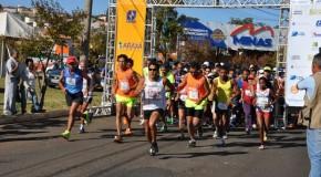 Competidores participam da Corrida Internacional de São Domingos