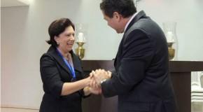Promotora da Justiça, Mara Lúcia Silva Dourado, recebe homenagem do Uniaraxá