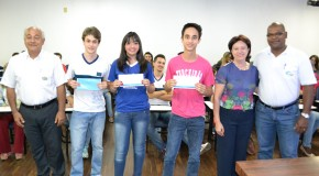 Autores das melhores redações recebem premiação do Ministério Público em Araxá