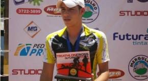 Da luta contra a balança na infância à conquista de títulos: esportista de Araxá vira referência jovem em triatletismo