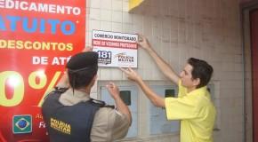 Placas do 'Rede de Comércio Protegido' são instaladas no bairro Urciano Lemos, em Araxá