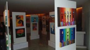 Exposição retrata trabalhos de estudantes araxaenses
