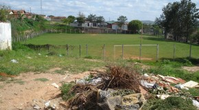 Campo esportivo do bairro Boa Vista vive situação de abandono em Araxá