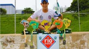 Atleta araxaense é vencedor do maior campeonato de Triathlon da América Latina