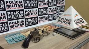 Drogas e arma são apreendidas com casal acusado de tráfico no Ana Pinto de Almeida