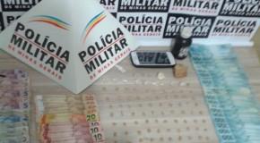 PM de Araxá aprende 113 pedras de crack em operação no Bairro Stº Antônio