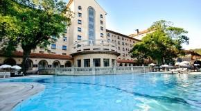 Férias de verão aumentam demanda por resorts e destinos nacionais