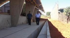 Prefeito de Campos Altos visita obras do Projeto Curumim