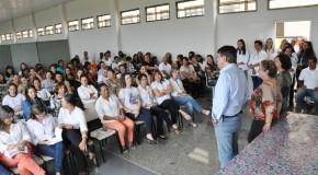 Prefeito e vice-prefeita de Araxá se reúnem com professores e diretores da rede municipal