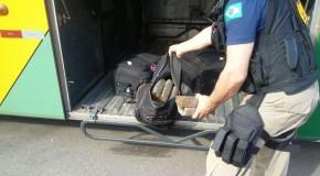 Mulher presa em Campos Altos, em ônibus rodoviário, com tabletes de maconha