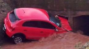 Chuva de granizo causa estragos em São Gotardo