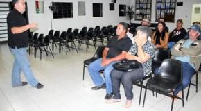 Palestra orienta produtores de Tapira sobre doenças do rebanho