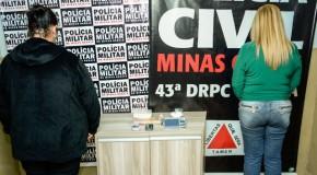 Mulheres são presas acusadas de tráfico der drogas em Araxá