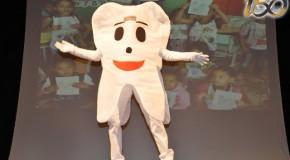 Teatro e circo marcam lançamento de projeto odontológico nas escolas de Araxá