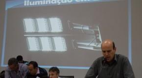 Iluminação pública em LED, para portas de escolas, é reivindicada na Câmara de Araxá