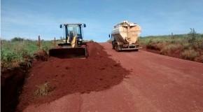 Trabalho de manutenção das estradas rurais de Sacramento é realizado