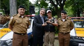 Governador de Minas Gerais entrega viaturas para a Polícia Militar