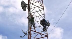 Torre de internet cai em cima de residências no Mangabeiras durante a chuva