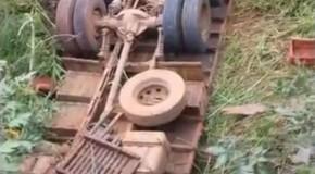 Homem morre após capotar caminhão nas proximidades do Rio Claro, em Nova Ponte