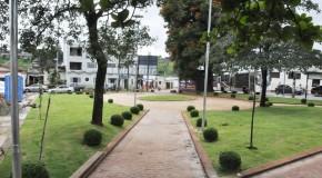 Oito praças de Araxá recebem obras de revitalização e já mudam a paisagem