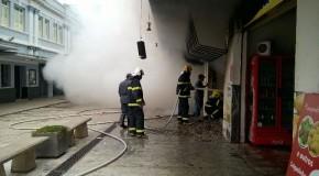 Incêndio destrói loja no Calçadão da Olegário Maciel, no Centro de Araxá
