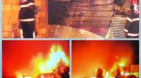 Incêndio em depósito de veículos deixa 26 carros destruídos