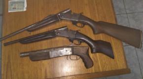 PM de Campos Altos aprende armas, munições e acusados de crimes