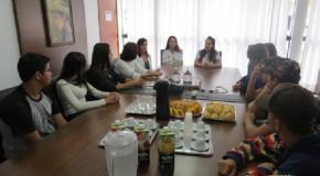 Vereadores Mirins de Tapira se reúnem com Prefeita na sede do Poder Executivo