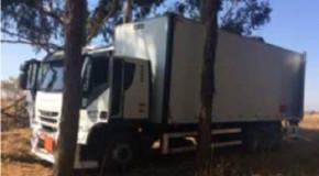 PM prende acusados de roubo de carga e recupera materiais