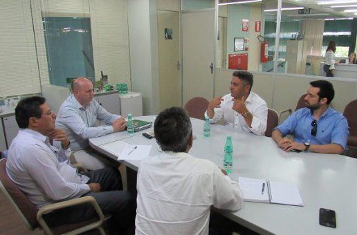 Vereadores se reúnem com prestadora de serviços da CBMM e cobram uso de mão de obra de Araxá