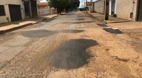Avenida Marabá, em Patos de Minas, recebe ações intensificadas da Operação Tapa Buraco